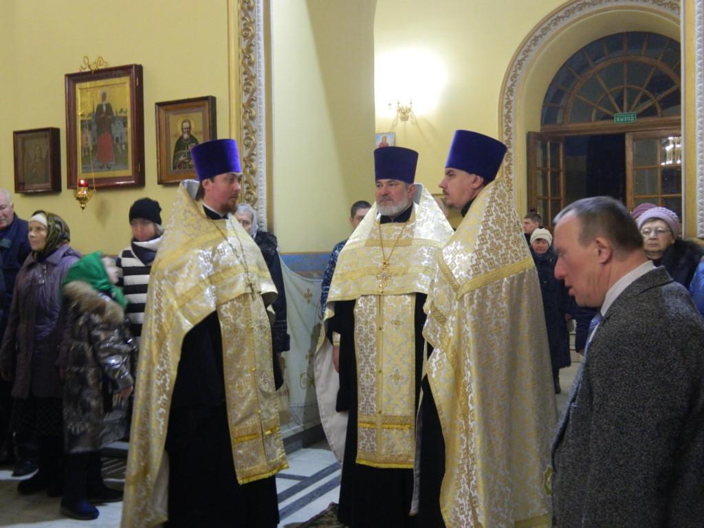 Настоятель Покровского архиерейского собора протоиерей Иоанн Яворский и священнослужители поздравляют всех православных христиан с Великим Двунадесятым Праздником «Рождество Христово»